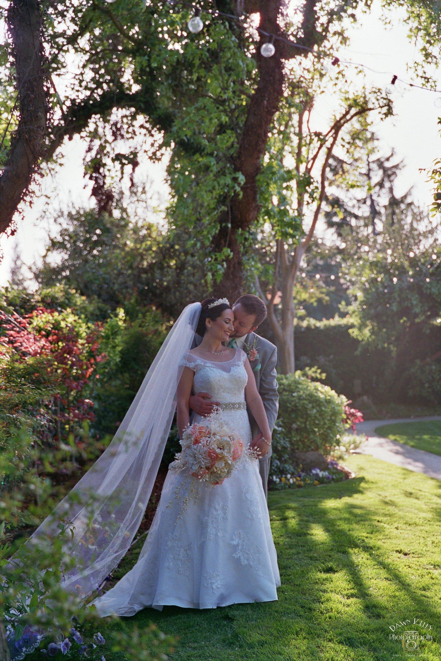 Bride groom Vintage Gardens