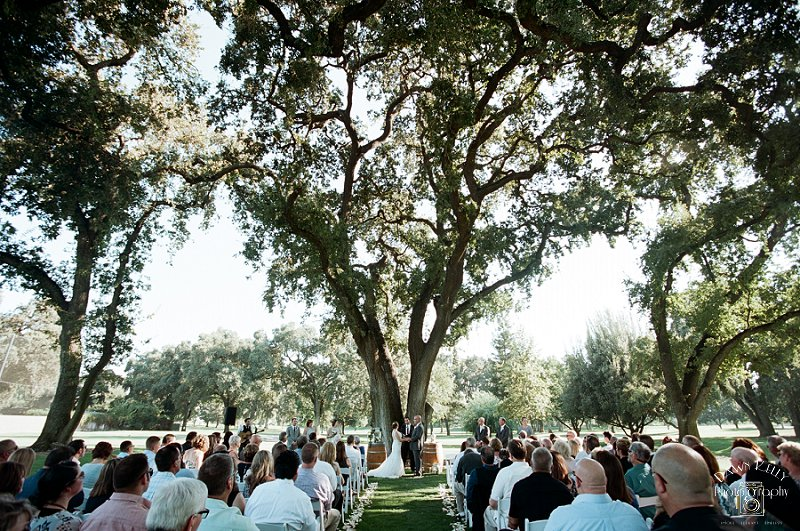 Ceremony under the oak trees at Spring Creek Golf & Country Club